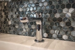 Agate-Hexagonal-Pisa-Pearl-used-in-a-backsplash